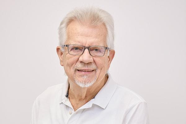 Dr. M. Schoettler